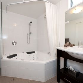 Soak your cares away at Bellano Motel Suite Christchurch